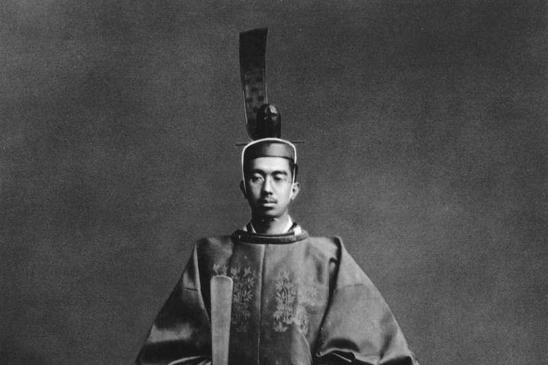 本名裕仁(ひろひと)的昭和天皇是日本第124代天皇(1926年-1989年在位),他也是現任天皇明仁父親。(維基百科)