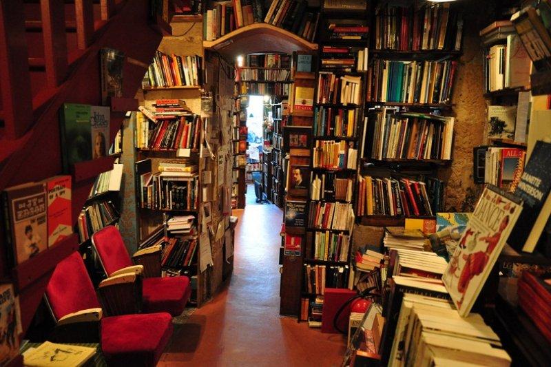 這是旅人必經之地,在書店裡、一本書可以碰觸一個人的靈魂。(圖片來源:European Trips)