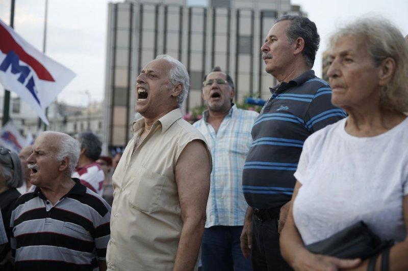 希臘反對國際紓困計劃的民眾街頭示威(美聯社)