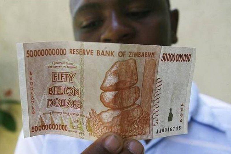 辛巴威曾發行面值500億鈔票,僅夠買麵包。(新華網)