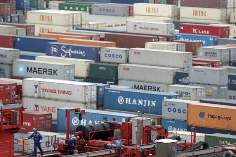 中國要求台灣製(MIT)商品需改標「中國台灣」才准上架,海關表示,兩岸海關有交流平台,但因兩岸關係改變,去年起幾乎已停止運作,海關也無法代業者協商。(BBC中文網)