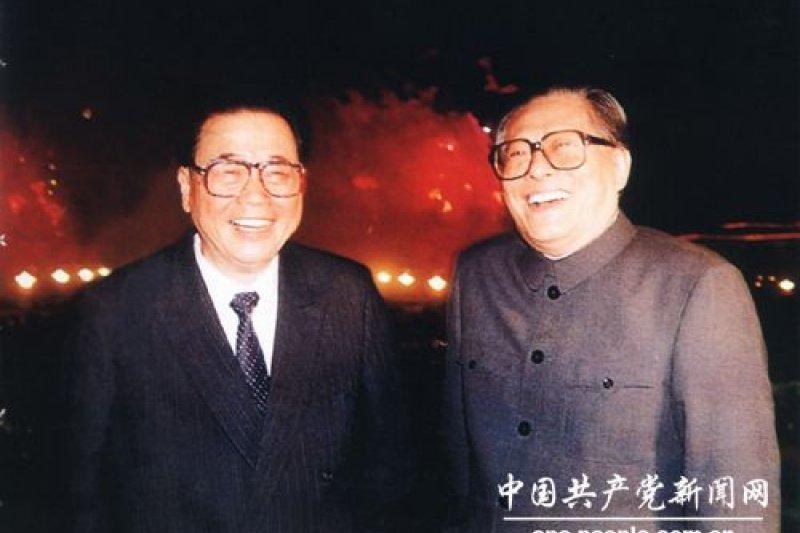 中共兩大元老江澤民(右)與李鵬