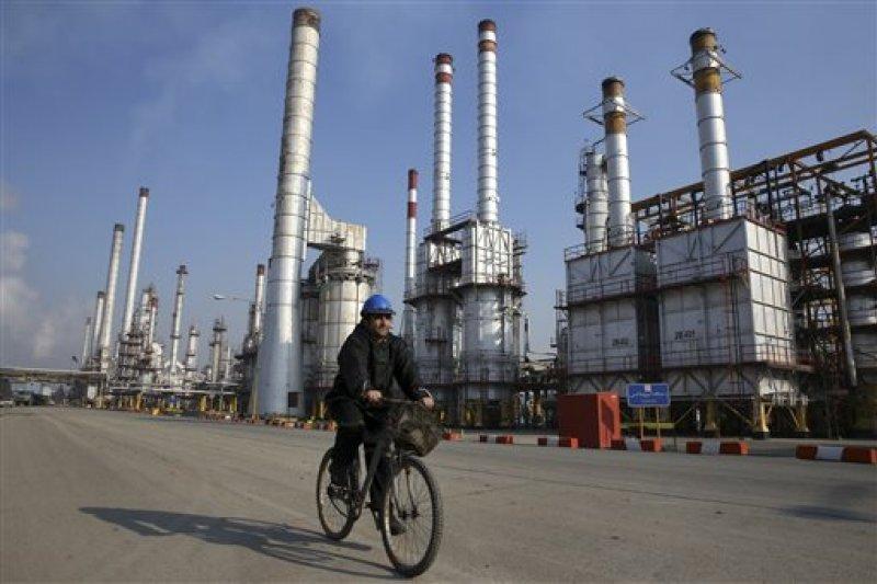 伊朗德黑蘭煉油場。(美聯社)
