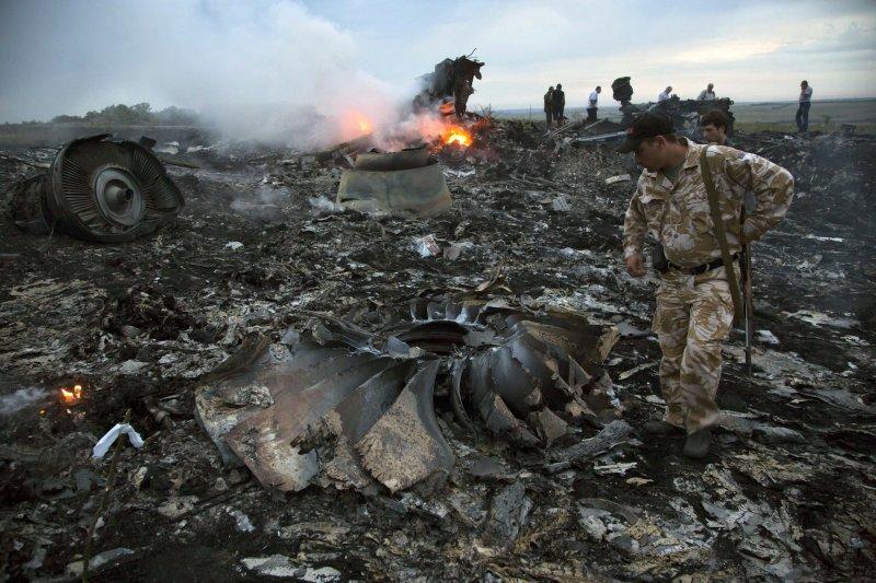 2014年7月17日,馬航MH17飛越烏克蘭上空時失事墜毀。(美聯社)