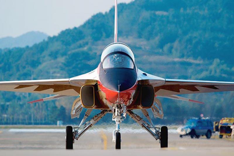 空軍採購新式高級教練機,美國洛克希德馬丁公司與韓國航太工業公司合作生產的T-50金鷹高級教練機有意搶標。(取自Lockheed Martin官網)
