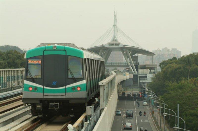 作者在文中指出捷運路線不應該過度延伸的幾點原因。圖為高雄捷運。(取自高雄市政府新聞局網站)
