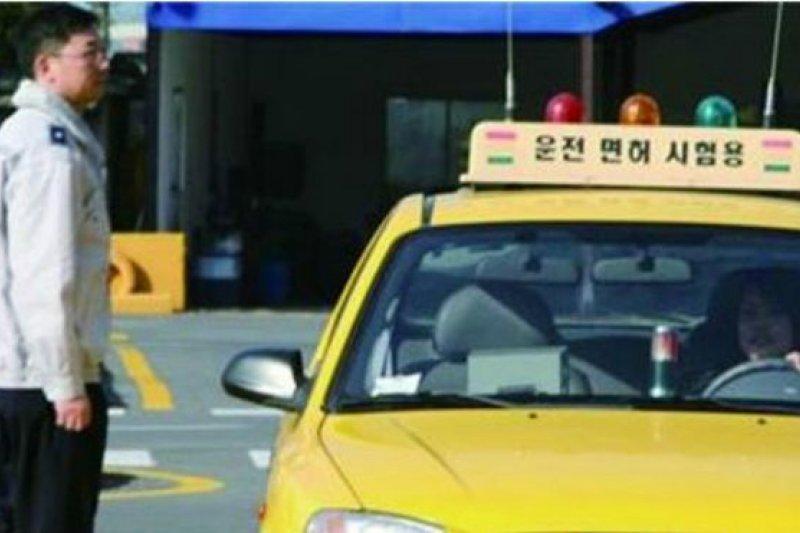 據韓國道路交通公社的數據顯示,在濟州島獲得駕照的中國人士,已從2010年的68人成長至去年的991人。(BBC中文網)