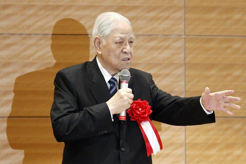 李登輝前總統22日在日本國會眾院議員會館發表演講(美聯社)