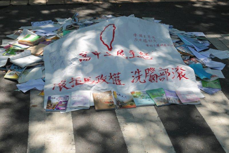20150723-120-反課綱抗議學生退場記者會-余志偉攝.jpg