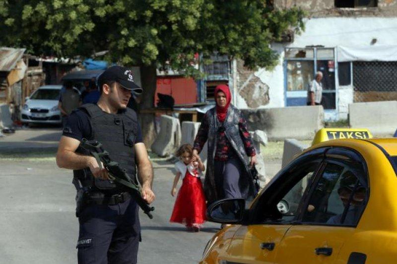 土耳其境內大舉搜捕疑似是庫爾德族工人黨(PKK)或是伊斯蘭國(IS)支持者(美聯社)