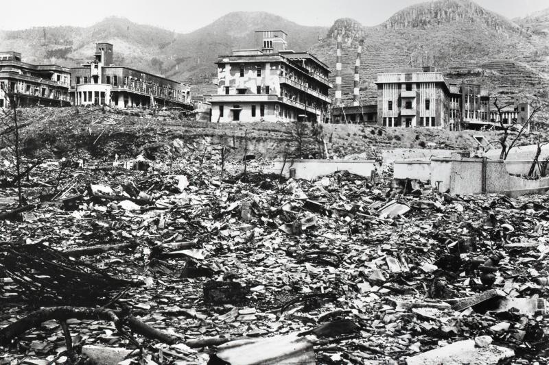 三菱醫科大學附屬醫院的混凝土建物在原爆後兀自挺立。(長崎原爆資料館)