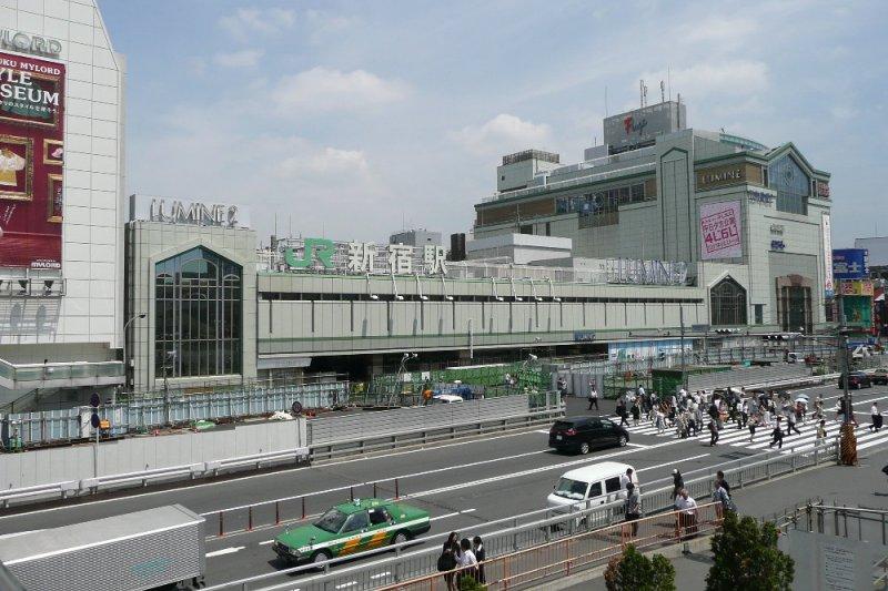 新宿車站南口。(維基百科)