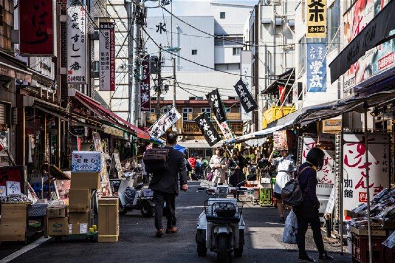 在這裡有兩間日本超級夢幻壽司名店,5點起來趕首班車也要吃到!