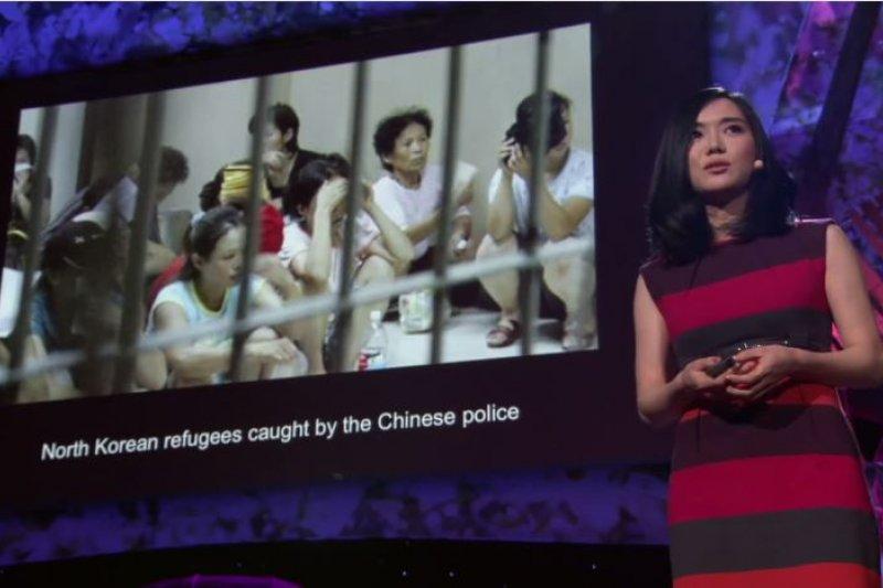李晛瑞站上TED舞台,和全世界分享她身為脫北者的人生故事。(圖/TED@youtube)