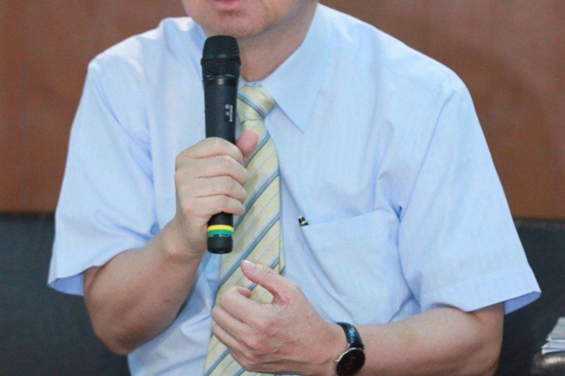 教育部長吳思華與反課綱學生代表3日進行對話,吳思華表示,課綱中的爭議,有人贊成、有人反對,教育部希望找到可以和解的方式。(教育部提供)