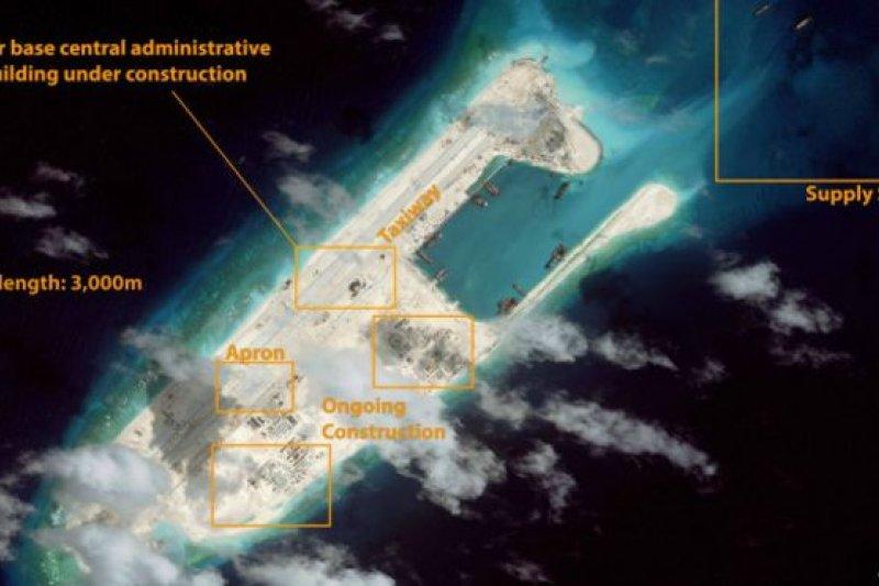 美軍第七艦隊司令奧庫安表示,不排除派遣軍機飛越南海島礁。 (取自網路)