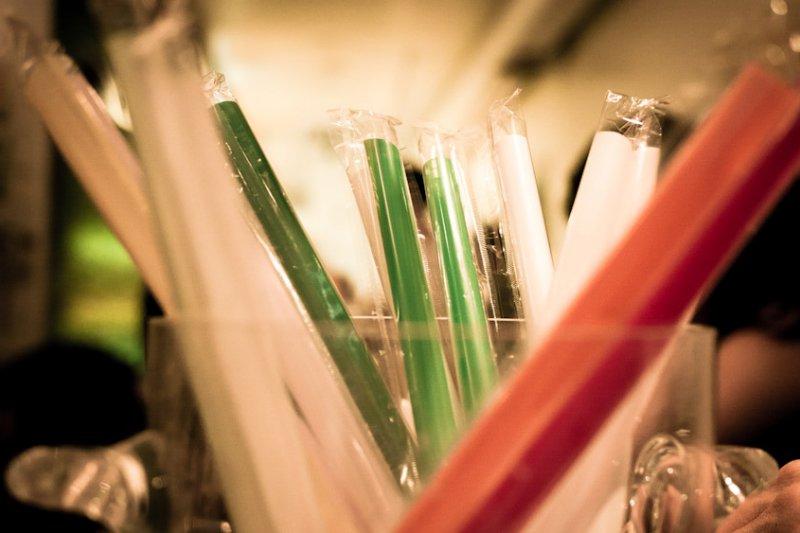 用個環保吸管,就可以指著用塑膠製品的人鼻子罵「不環保」?(圖/merulu5)