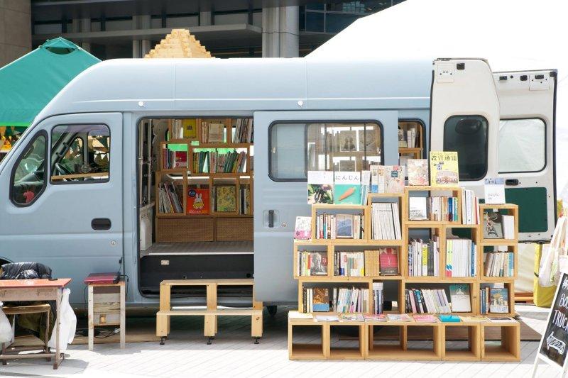 這台小小的貨車,承載了店長從小的夢想(圖/BOOK TRUCK@facebook)