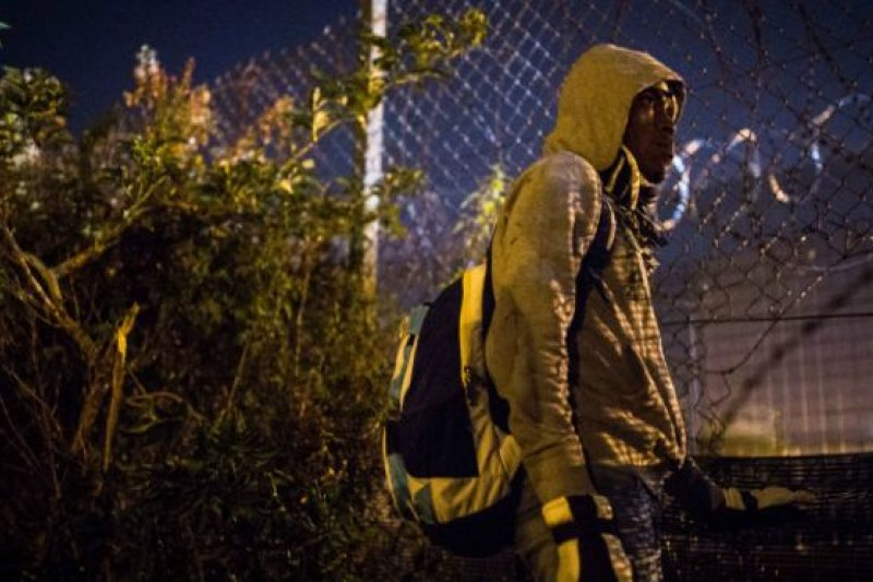 等待機會偷渡的移民:無論如何都要到英國。(BBC中文網)