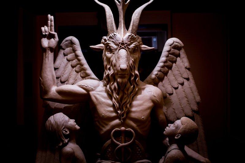 底特律撒旦聖殿內的青銅惡魔雕像(美聯社)