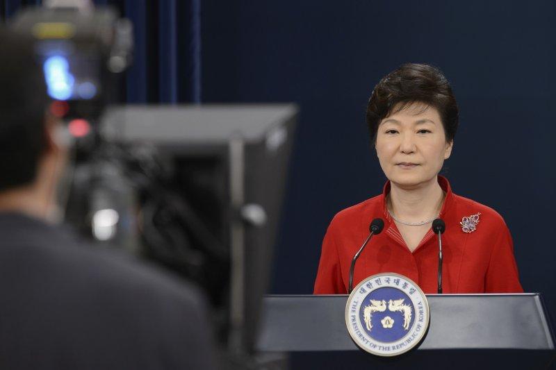 南韓總統朴槿惠6日發表勞動條件改革演說,要企業老員工減薪以便雇青年,有半數企業配合。(美聯社)