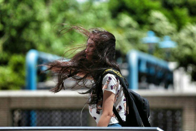 20150807-SMG0045-005-颱風來襲配圖-余志偉攝.jpg