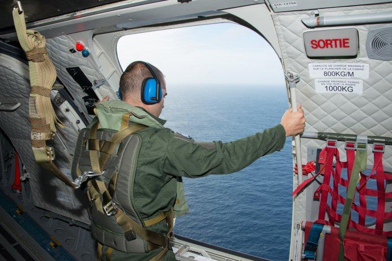 法國軍方開始在留尼旺島附近海域尋找MH370的殘骸蹤跡。(美聯社)