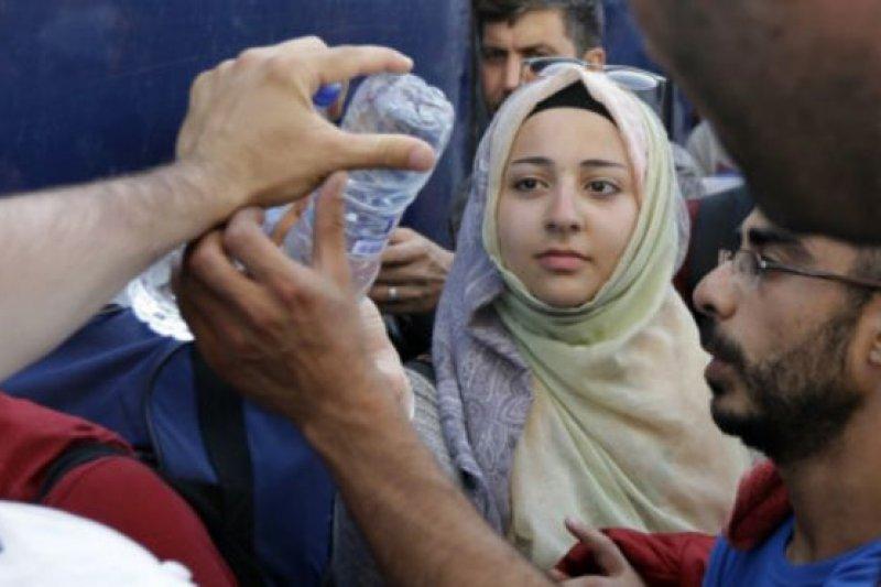 主要來自敘利亞、伊拉克和阿富汗的難民大量湧入希臘。(BBC中文網)