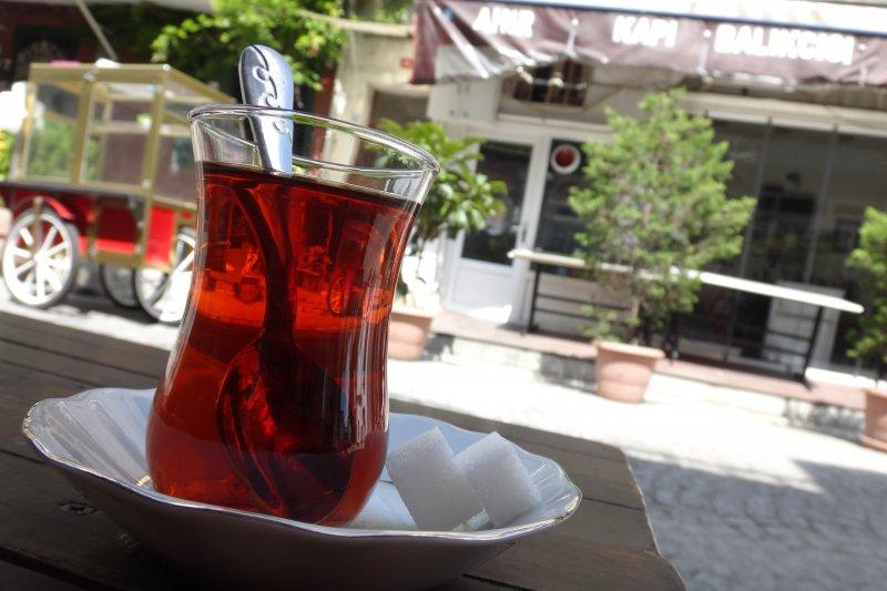 晶瑩剔透的土耳其紅茶。