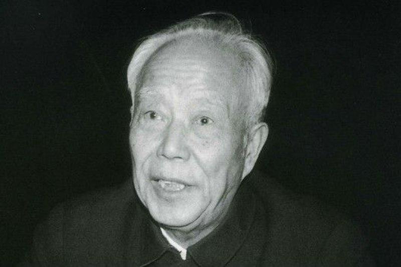 2015年7月15日,原中共中央政治局委員、全國人大常委會委員長萬里,因病在北京逝世,享年99歲。(BBC中文網)