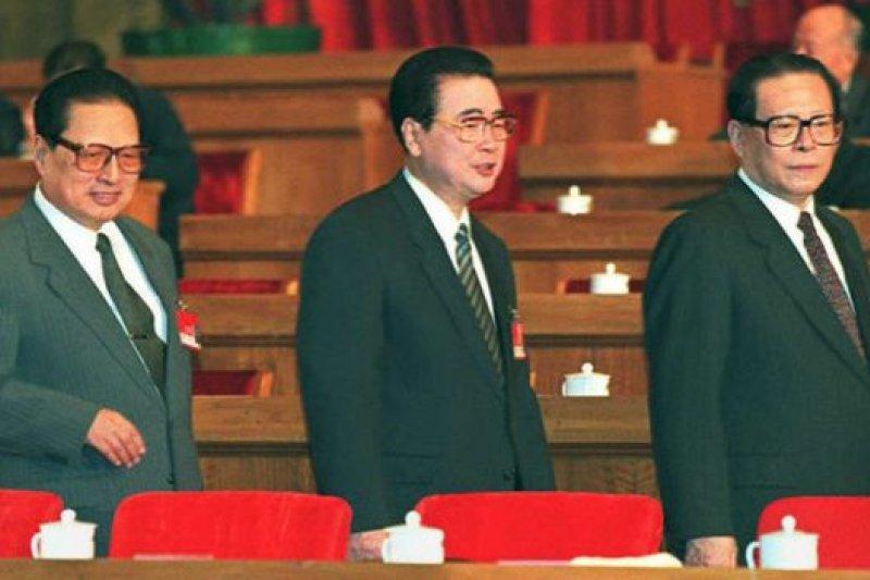 喬石與李鵬和江澤民(1995年資料照片)。(BBC中文網)