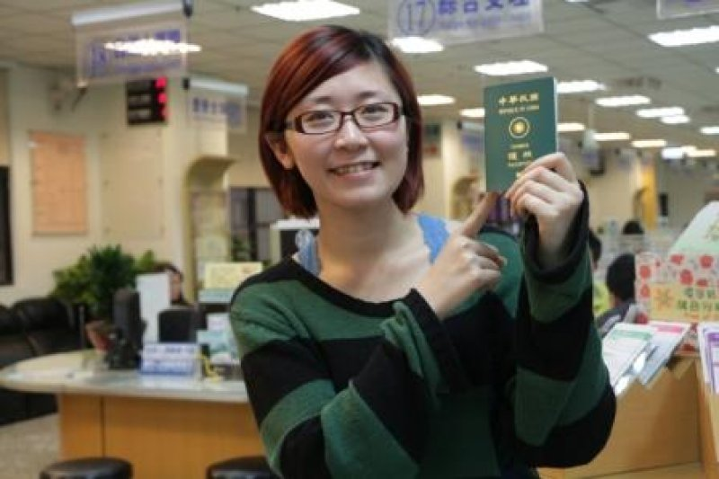 中華民國護照已達153國免簽,當然是我們的外交成就。(圖片來源:新北市政府民政局網站)
