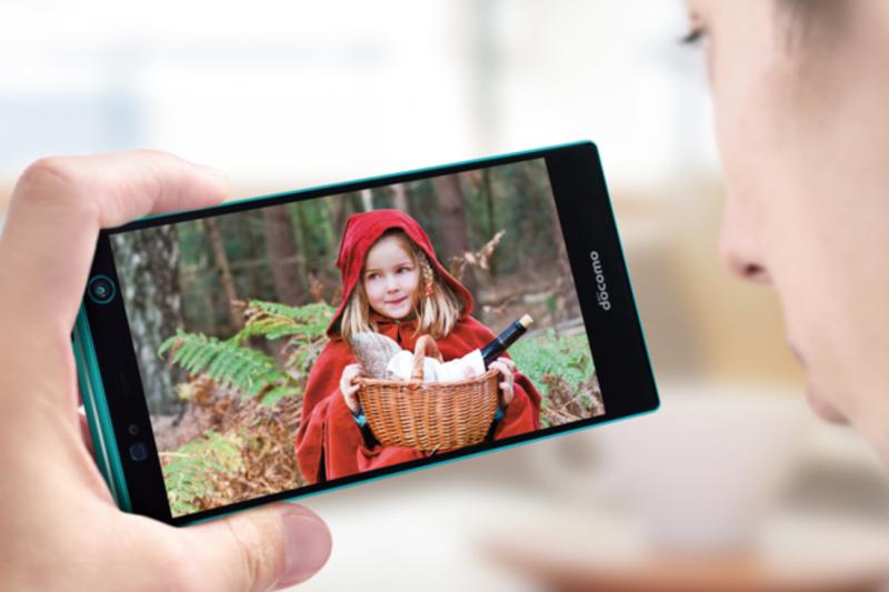 日本青少年習慣使用手機觀看影片的人數高達8成。(翻攝富士通官網)