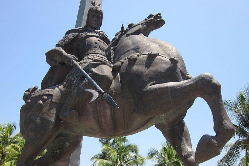 馬姓不乏回族,不過馬英九總統的祖先應係漢族、曾為漢武帝立下大功的扶波將軍馬援。(圖為三亞的馬援雕像,Huangdan2060/維基百科)