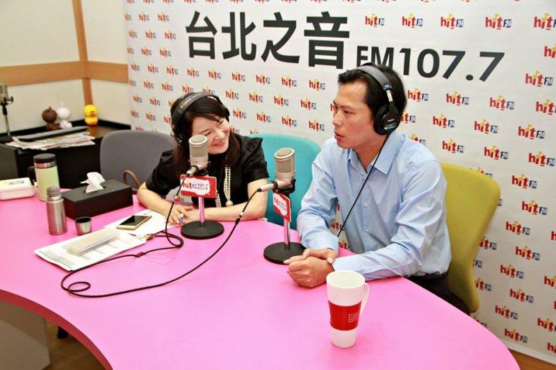 黃國昌接受《蔻蔻早餐》專訪,表示時代力量不分區立委票要破10%。(取自《蔻蔻早餐》臉書)