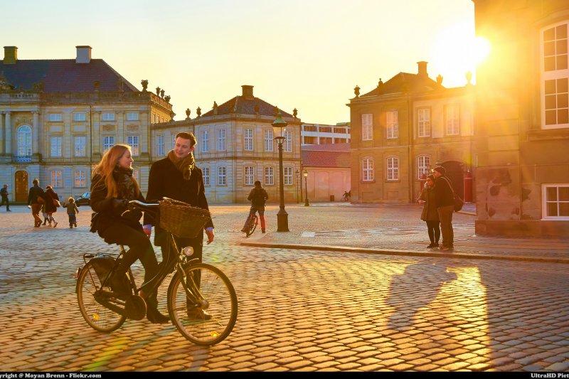 丹麥正努力擺脫紙幣現金,銀行卡和移動支付已經成為主導性支付方式(圖/MoyanBrenn@flickr)