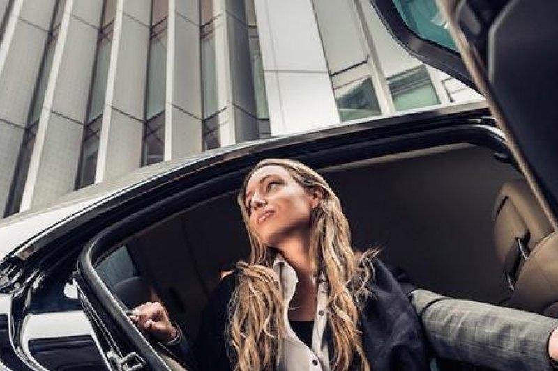 Uber提供民眾多種車源選擇(圖/Uber官方網站)