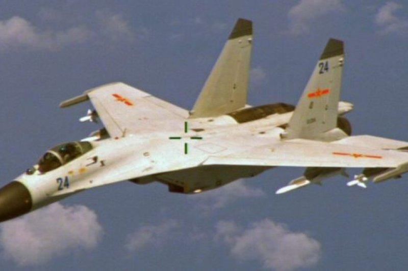 中國戰機在東海防空識別區多次與美、日戰機相遇。(BBC中文網)
