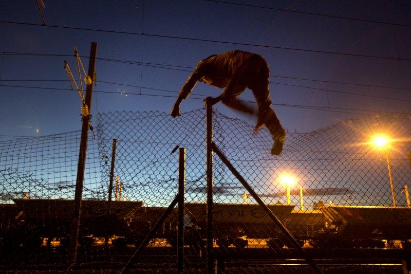 法國加萊(Calais)港的非法移民(美聯社)