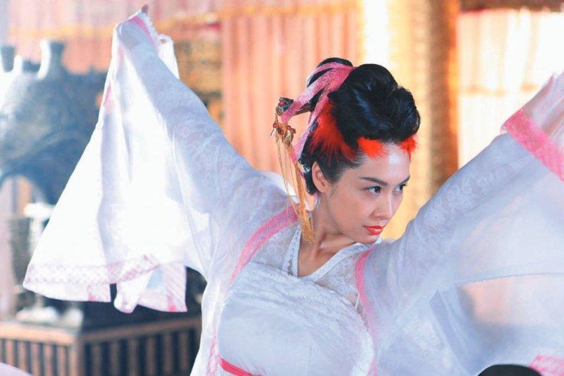 中晚唐年代的仕女喜穿羅、紗,「一片絲羅輕似水」最能形容這類材質穿在身上的綽約風姿。