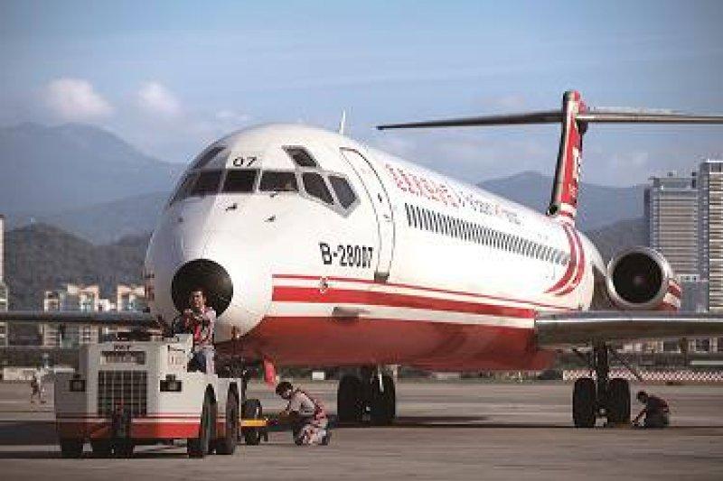 遠航公司指出,參與活動的空服員皆為自發參加,均領取額外公差津貼,絕對經得起檢視。(圖片來源:遠東航空臉書)
