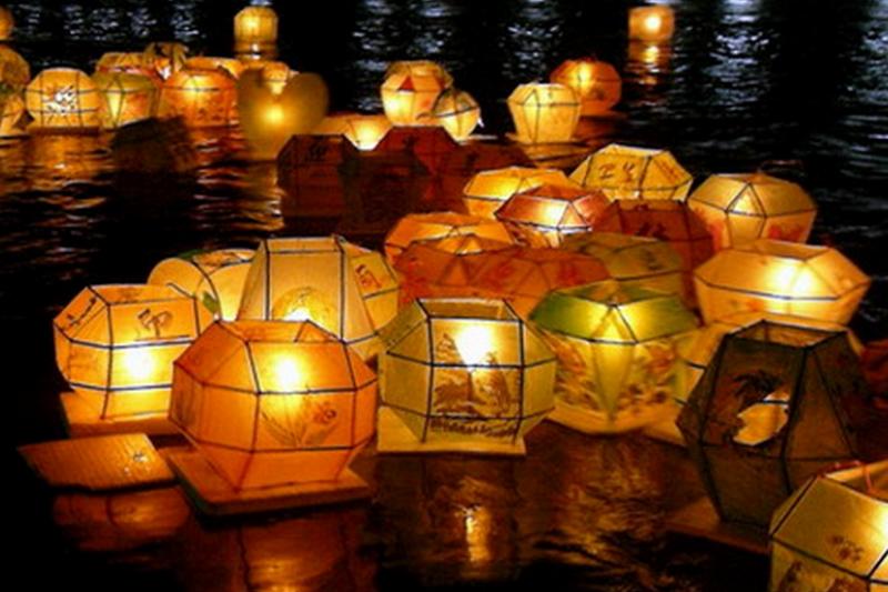中元普渡水燈接引亡魂。(世界宗教博物館官網)