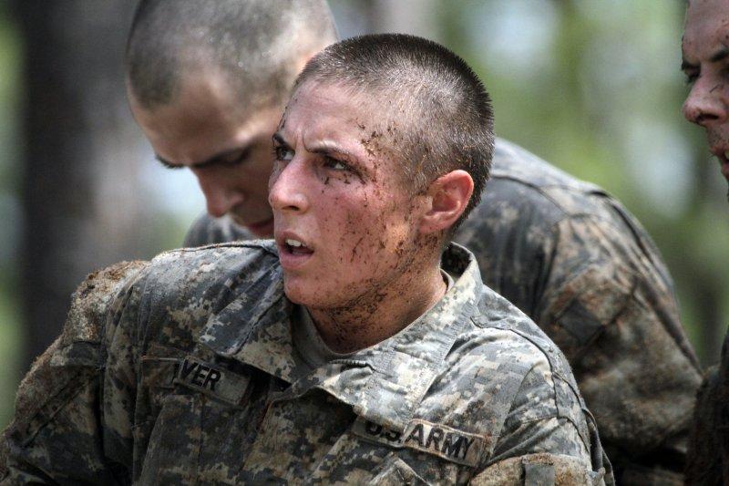 女軍官哈沃(Shaye Haver)8月21日從美國陸軍遊騎兵學校(Ranger School)結訓畢業,成為該校首批完訓的女戰士。(美聯社)
