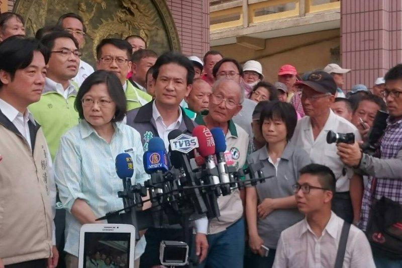 民進黨主席蔡英文、台南市長賴清德對反南鐵東移抗爭迄不讓步。(資料照/林瑋豐攝)