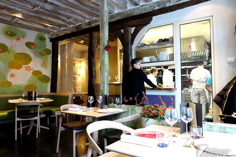 Yam'Tcha 餐廳的用餐區