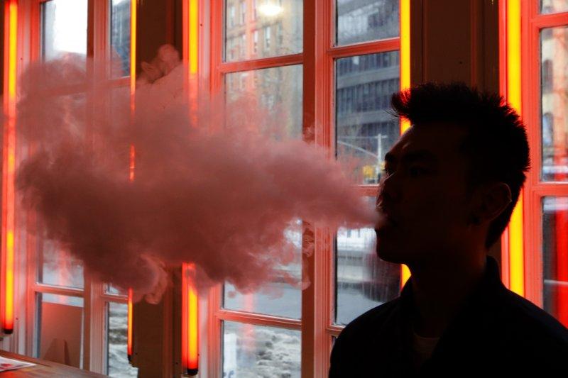 電子菸在歐美地區日益風行,但爭議仍多,衛福部也宣布納入管理。(資料照,美聯社)