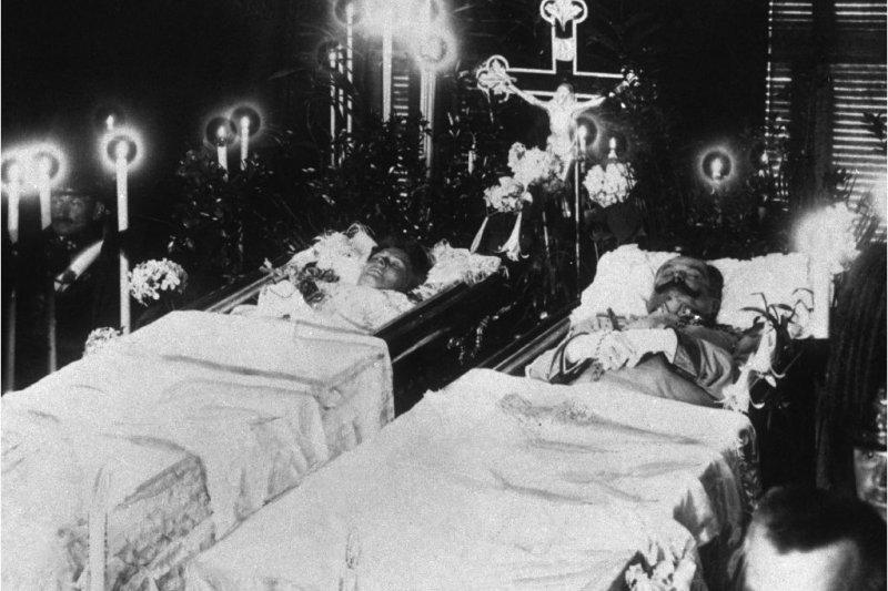 斐迪南大公夫婦被暗殺掀起一次大戰的漫天烽火。(取自網路)