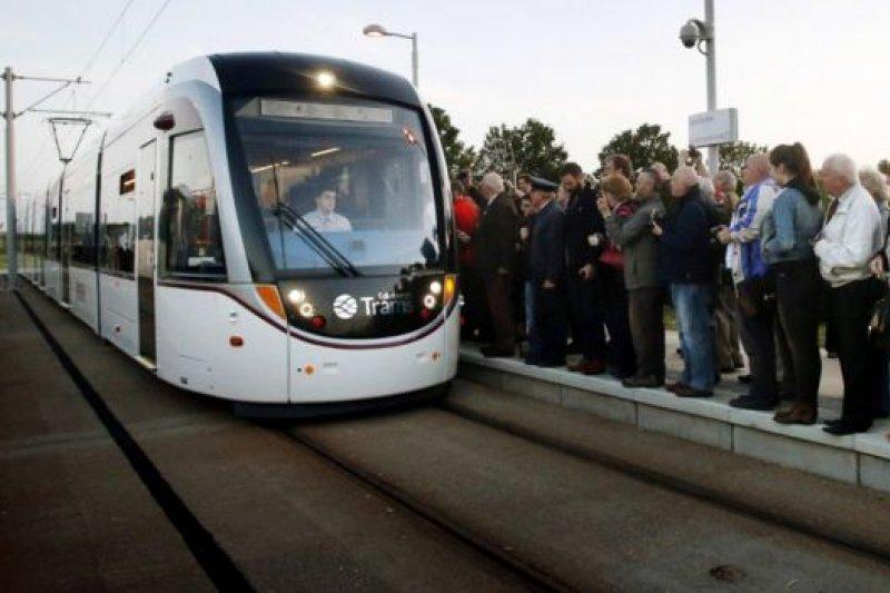 設計新穎的低地台電車越見風行世界各地。(BBC中文網)