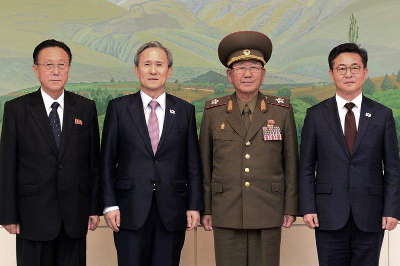 參與南北韓高級別會談的金養建、黃炳誓、金寬鎮、洪容杓。(美聯社)