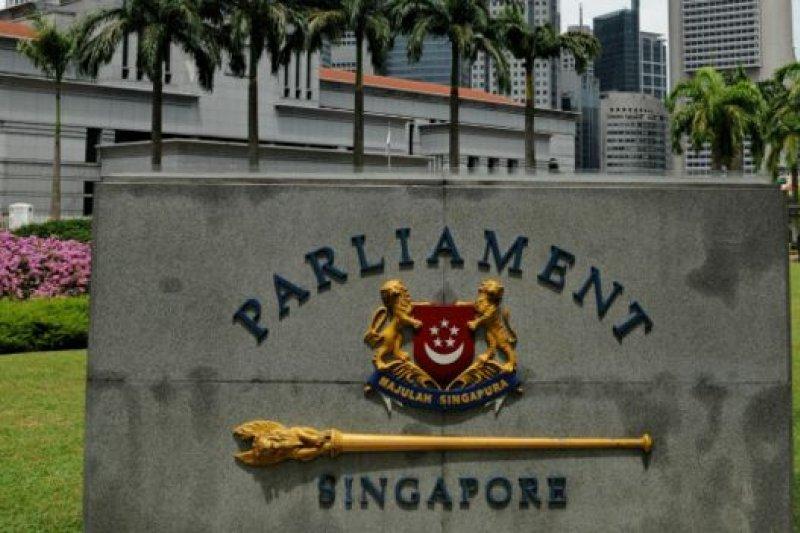 新加坡的國會選舉造勢活動只能在提名日之後展開,選舉日則是在九天競選活動加上一天「冷靜日」之後舉行。(BBC中文網)